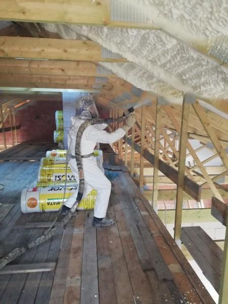prace nad ociepleniem dachu